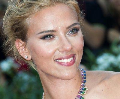 """Scarlett Johansson reprend """"Bizarre Love Triangle"""" de New Order"""