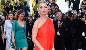 Kate Moss flamboyante et sexy sur la Croisette