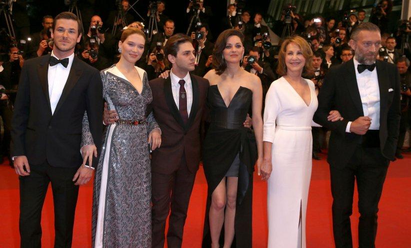 Xavier Dolan entouré de son casting 5 étoiles