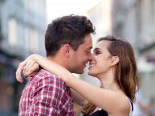 Premier baiser avec un nouveau partenaire : comment le réussir