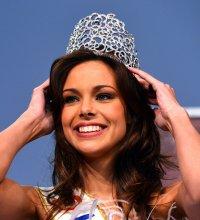 Marine Lorphelin : une copie de sa couronne volée va lui être restituée