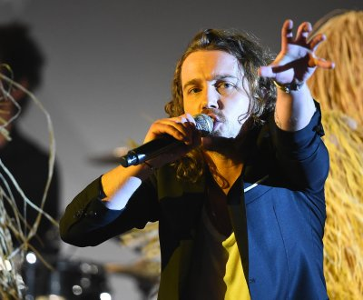 Julien Doré revient le 14 octobre avec un album au titre cryptique