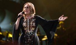 Malade, Adele annule un concert via une vidéo
