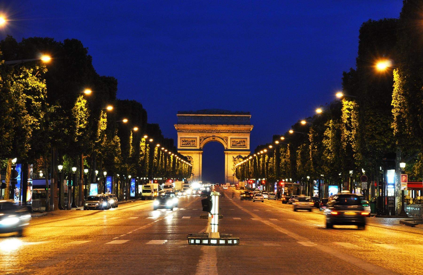 Du cinéma en plein air sur les Champs-Élysées !