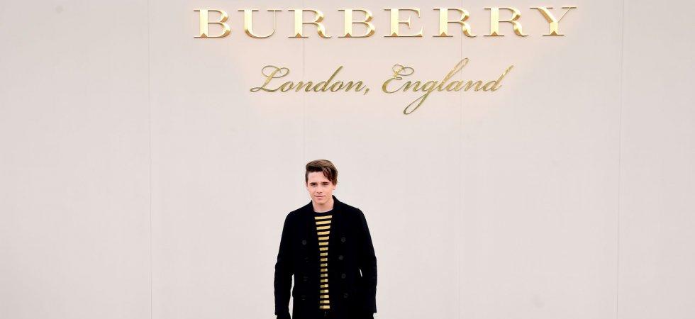 Brooklyn Beckham joue les photographes pour Burberry Parfums