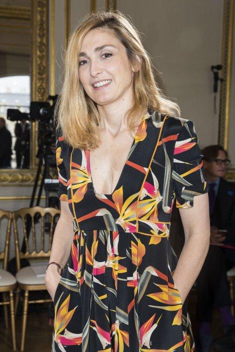 """Julie Gayet assiste au défilé de mode Haute-Couture """"Boucheron"""" à Paris, le 4 juillet 2016."""