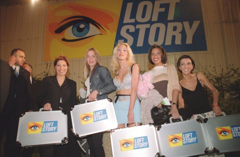 Kenza, Delphine, Loana, Laure et Julie faisaient leur entrée dans l\