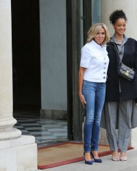 Brigitte Macron : son look cool chic face à Rihanna