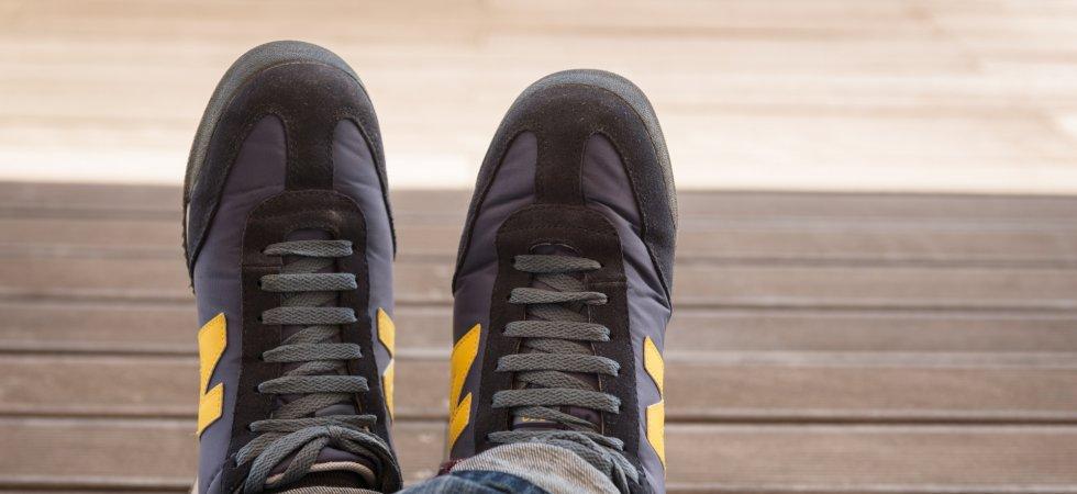 Pourquoi les clients de New Balance brûlent-ils leurs baskets ?