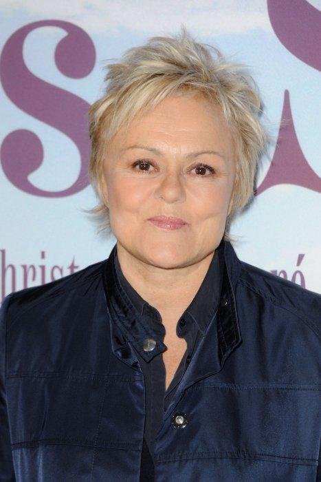 """Muriel Robin assiste à la première de """"Les Malheurs de Sophie"""" au cinéma Pathé Beaugrenelle à Paris, le 10 avril 2016."""