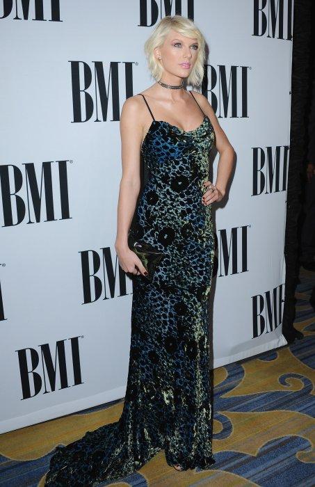 Taylor Swift lors de la 64ème soirée annuelle des BMI Pop Awards au Beverly Wilshire Four Seasons Hotel à Los Angeles, le 10 mai 2016.