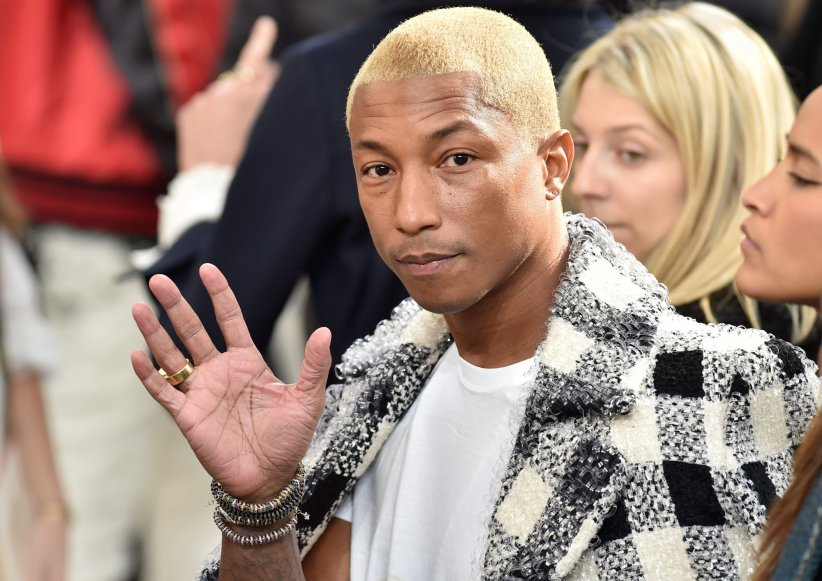Pharrell Williams assiste au défilé Chanel, pendant la Fashion Week automne-hiver 2016/2017 de Paris, le 08 mars 2016.