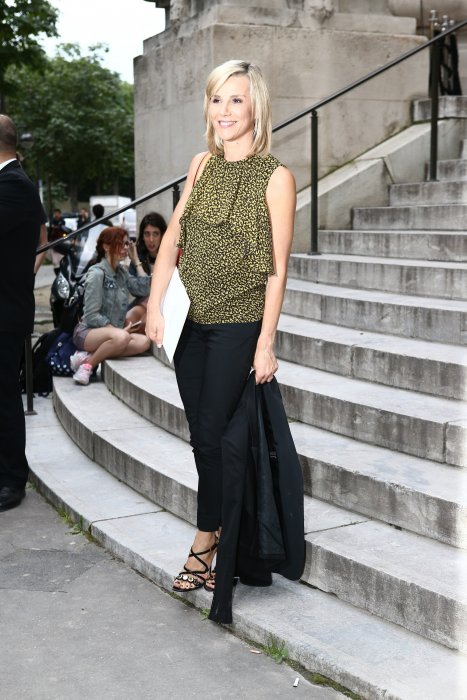 Laurence Ferrari assiste au défilé Giambattista Valli show lors de la Fashion Week Haute Couture Automne-Hiver 2016/2017 à Paris, le 4 juillet 2016.