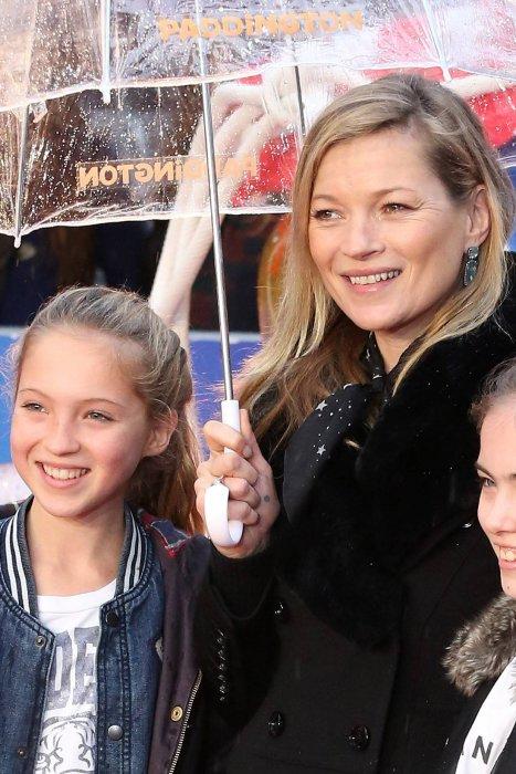 Kate Moss et sa fille Lila Grace lors de la première du film  Paddington , à Londres, le 23 novembre 2014.