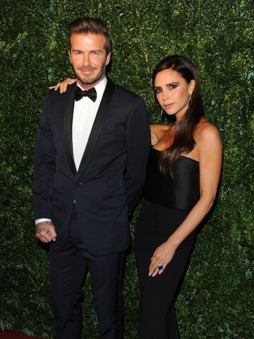 """David et Victoria Beckham assistent à la soirée """"Evening Standard Theatre Awards"""" à Londres, le 30 novembre 2014."""