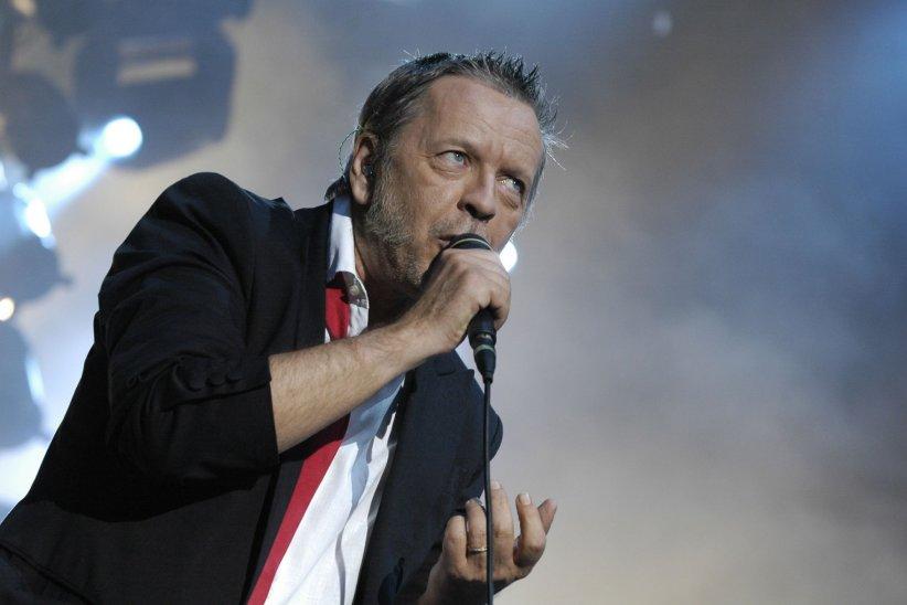Renaud sur la scène du Furia Sound Festival à Cergy Pontoise, en juin 2007.