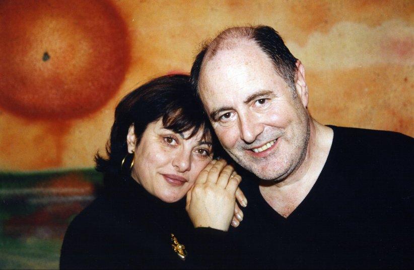 Michel Delpech et sa femme Geneviève, prennent la pose en marge d\