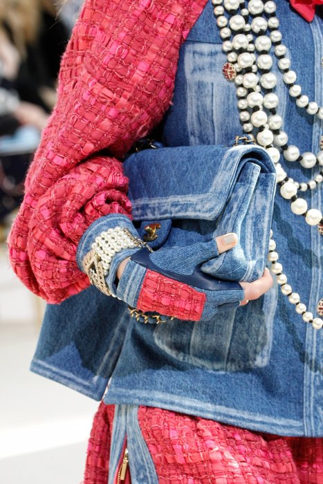 Les mitaines repérées sur le défilé Chanel Automne-Hiver 2016/2017.