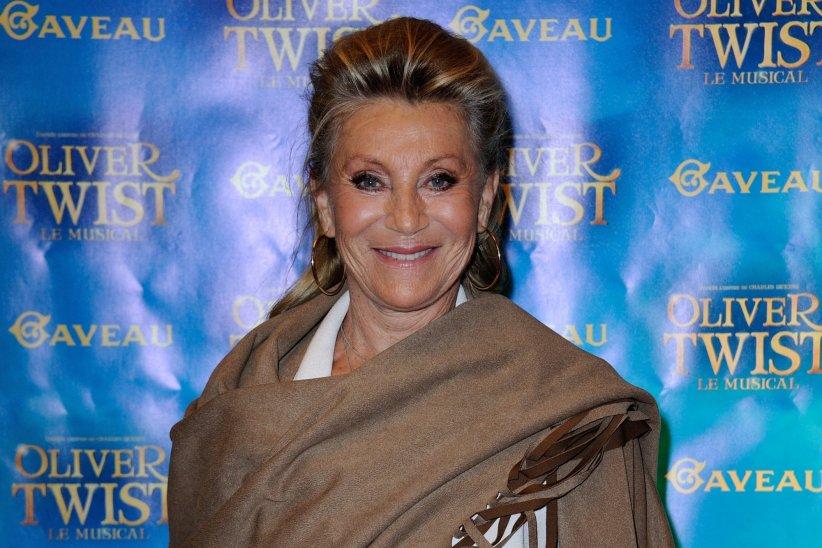 """Sheila assiste à la première de la comédie musicale """"Oliver Twist"""" à la Salle Gaveau à Paris, le 26 septembre 2016."""