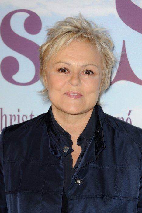 """Muriel Robin assiste à la premiere de """"Les Malheurs de Sophie"""" au cinéma Pathé Beaugrenelle à Paris, le 10 avril 2016."""
