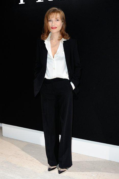 Isabelle Huppert en noir et blanc