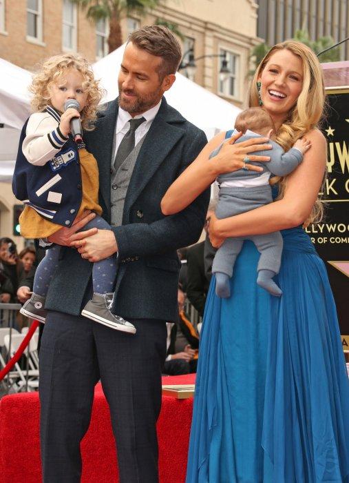 Ryan Reynolds, Blake Lively et leurs filles à Hollywood, le 15 décembre 2016.