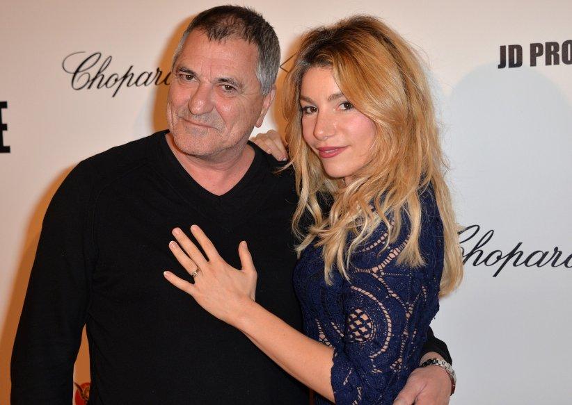 """Jean-Marie Bigard et Lola Marois assistent à la première du film """"Un + Une"""" à Paris le 23 novembre 2015."""