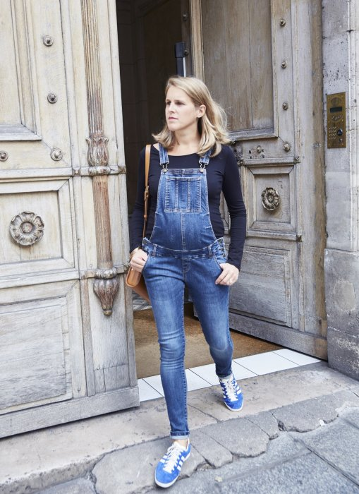Une salopette en denim