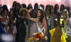 Iris Mittenaere : sacrée Miss Univers, les stars la félicitent !