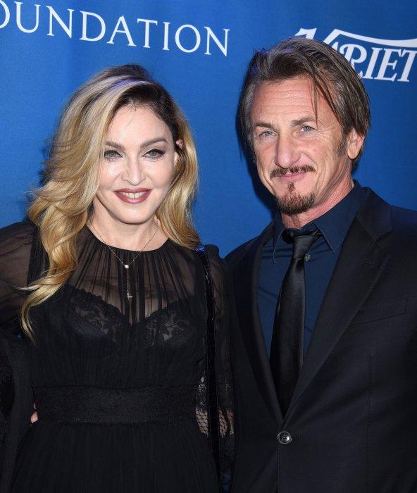 Madonna et Sean Penn au gala de charité organisé pour la fondation du réalisateur à Beverly Hills, le 9 janvier 2016.
