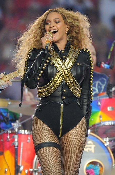 Beyoncé lors de la mi-temps du Super Bowl le 8 février 2016