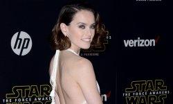 Daisy Ridley, intersidérale en robe blanche
