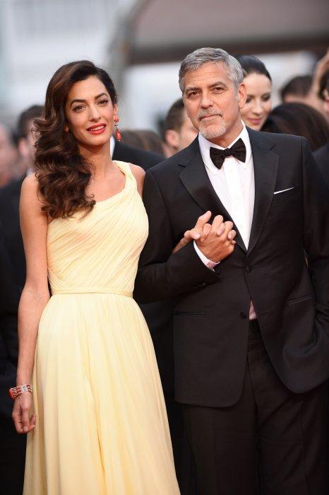 """George Clooney et sa femme Amal Alamuddin à la projection de """"Money Monster"""" lors du 69ème Festival de Cannes, le 12 mai 2016."""