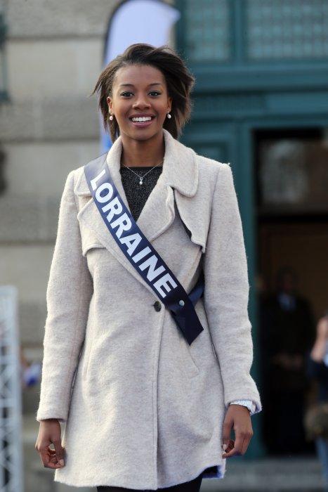 Justine Kamara (Miss Lorraine) pose dans les rues de Montpellier, le 3 décembre 2016.