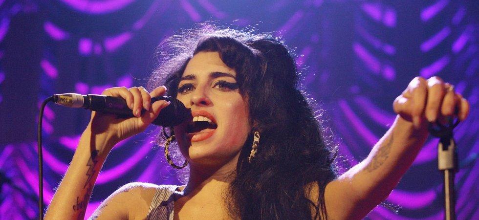 Amy Winehouse, atteinte du syndrome de Gilles de la Tourette ? Sa mère parle !