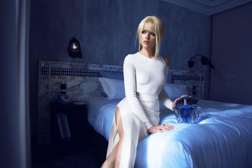 Kristina Bazan réinterprète la trilogie des parfums Mugler.