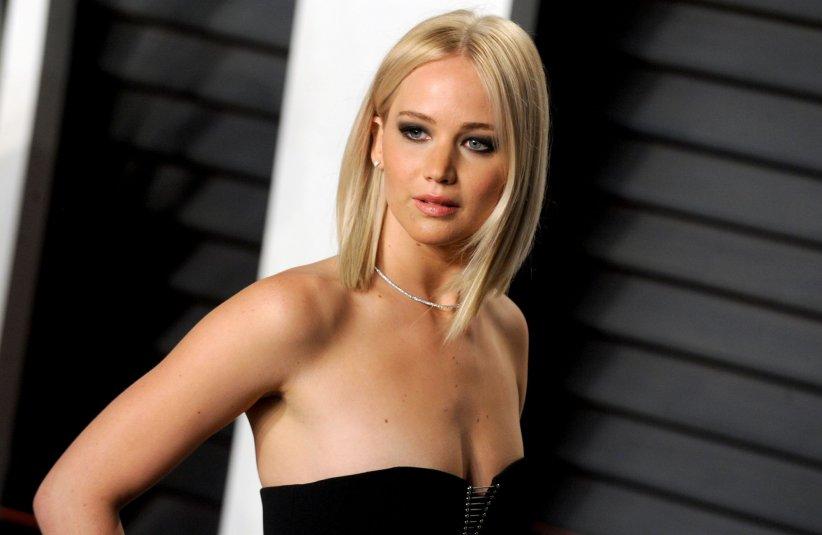 Jennifer Lawrence, lors de la soirée des oscars de  Vanity Fair  à Los Angeles, le 28 février 2016.