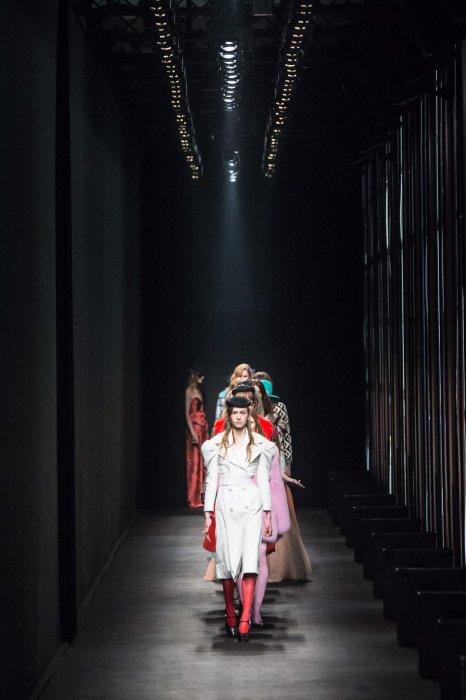 Défilé Gucci Automne-Hiver 2016/2017 : le premier show mixte pour la maison de couture.