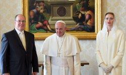 Albert II et Charlene de Monaco avec le Pape