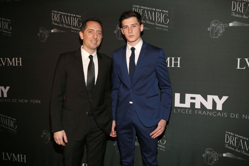 Gad Elmaleh et son fils Noé, au Gala du Lycée français de New York, le 6 février 2016.