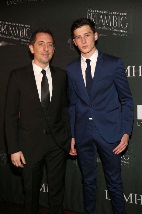 Gad Elmaleh et son fils, au Gala du Lycée Français de New York Gala, le 06 février 2016.
