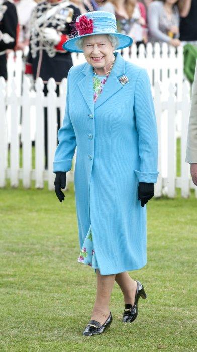 La reine Elizabeth II, vêtue d\