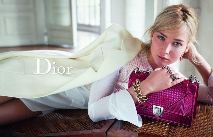 Jennifer Lawrence pose pour la nouvelle campagne Dior Printemps-Été 2016.