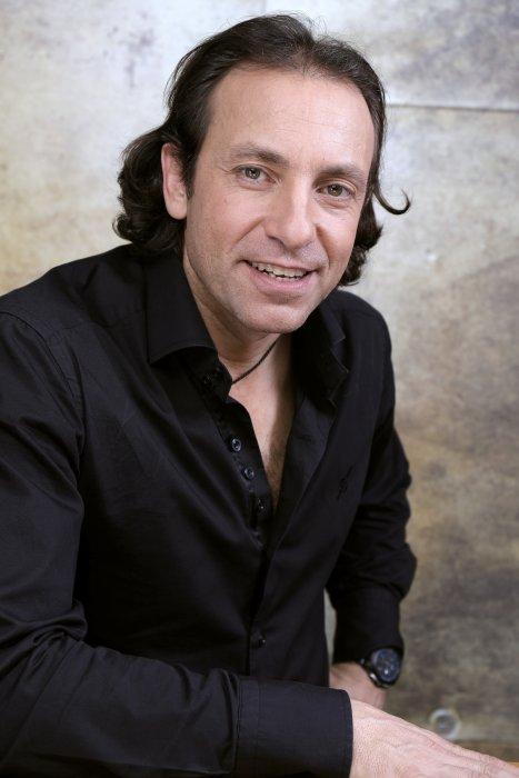 Portrait de Philippe Candeloro réalisé à Paris, le 17 décembre 2015.