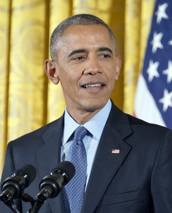 Barack Obama remet la médaille présidentielle de la Liberté à plusieurs personnalités à la Maison-Blanche, le 22 novembre 2016.