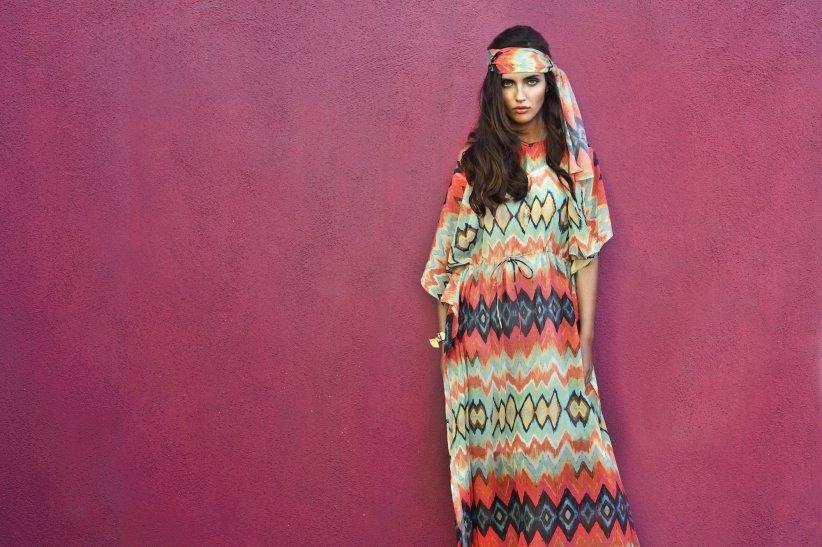 Une robe longue et colorée pour être à l\