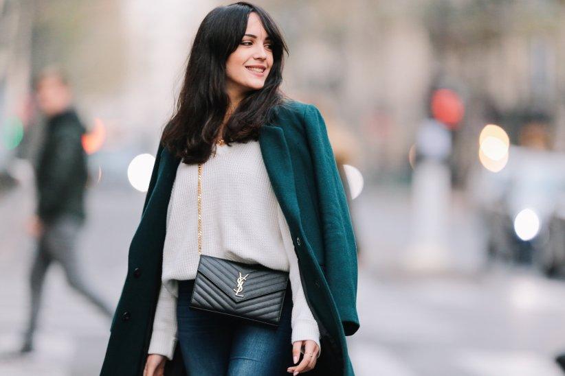 Streetlook de la blogueuse Sarah Benziane (Les colonnes de Sarah) pris à Paris, le 26 novembre 2016.