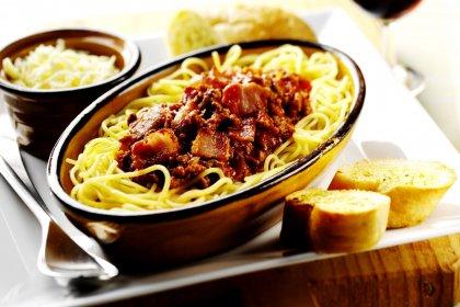 Spaghettis au lard fumé façon bolognaise