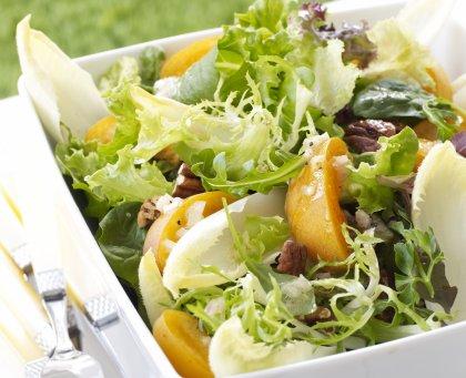 Salade fraîcheur aux abricots et noix
