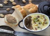 Terrine de foies de poulet pistachée